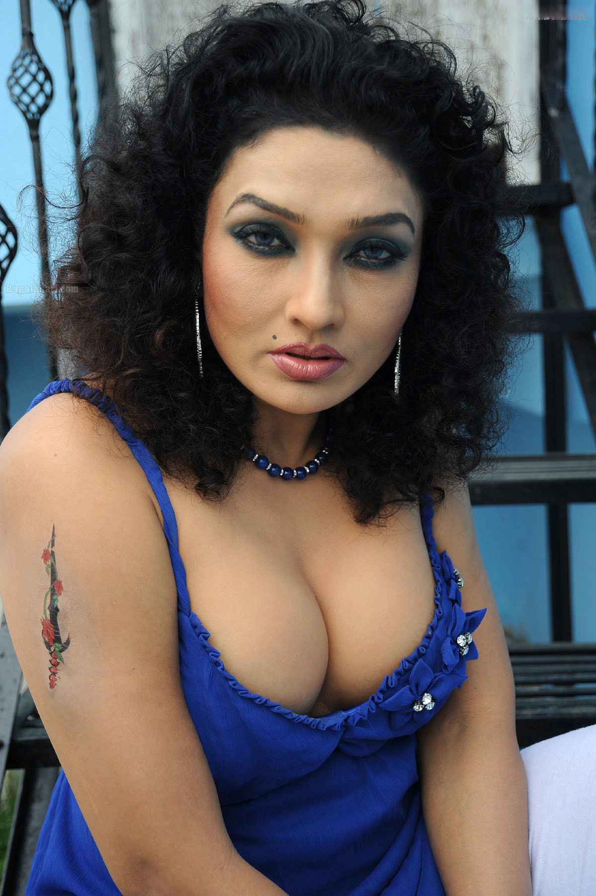 1054 desi hot girl in trial room naked - 5 5